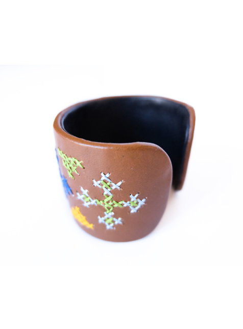 Leather Cuff 3 (Brown with cross pattern)-2
